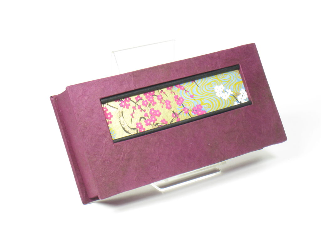 Rectangular box with blossoms
